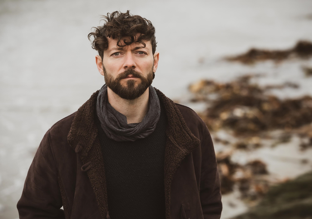 Having achieved national success with an RTE 1 album of the week, 'Niall McCabe' releases the melodic and timeless 'Borders'