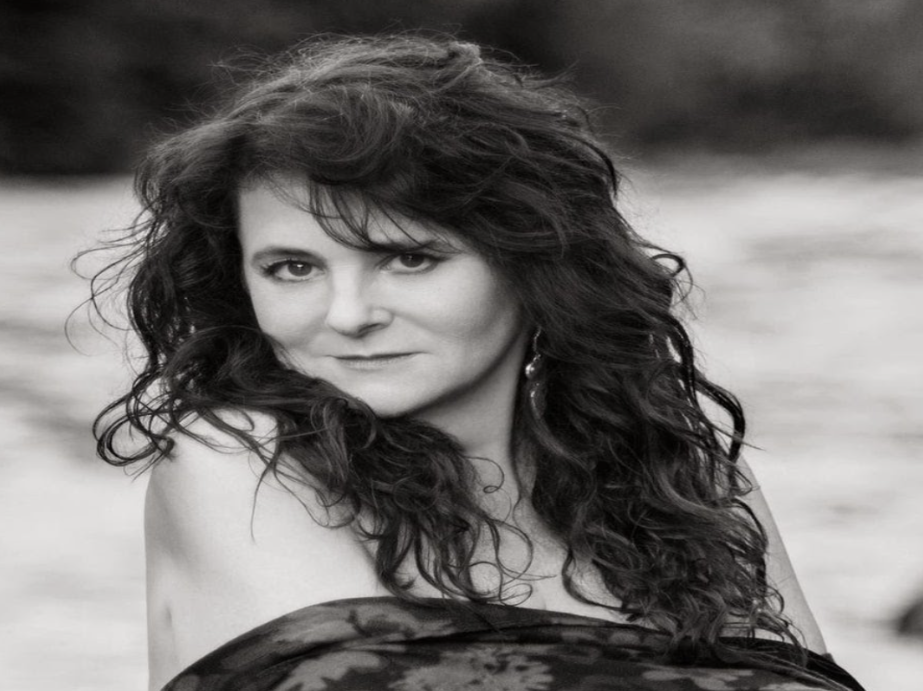 The 'Anchor EP' is the first in a trilogy of EP's to come from 'Carolee Rainey'
